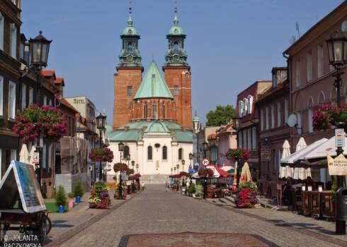 wycieczka szkolna śladem Polskich Piastów